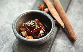 慢煮鲜笋东坡肉